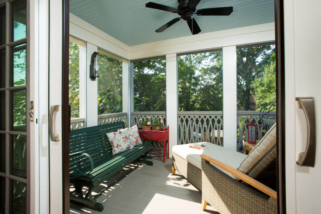 Rear screen porch